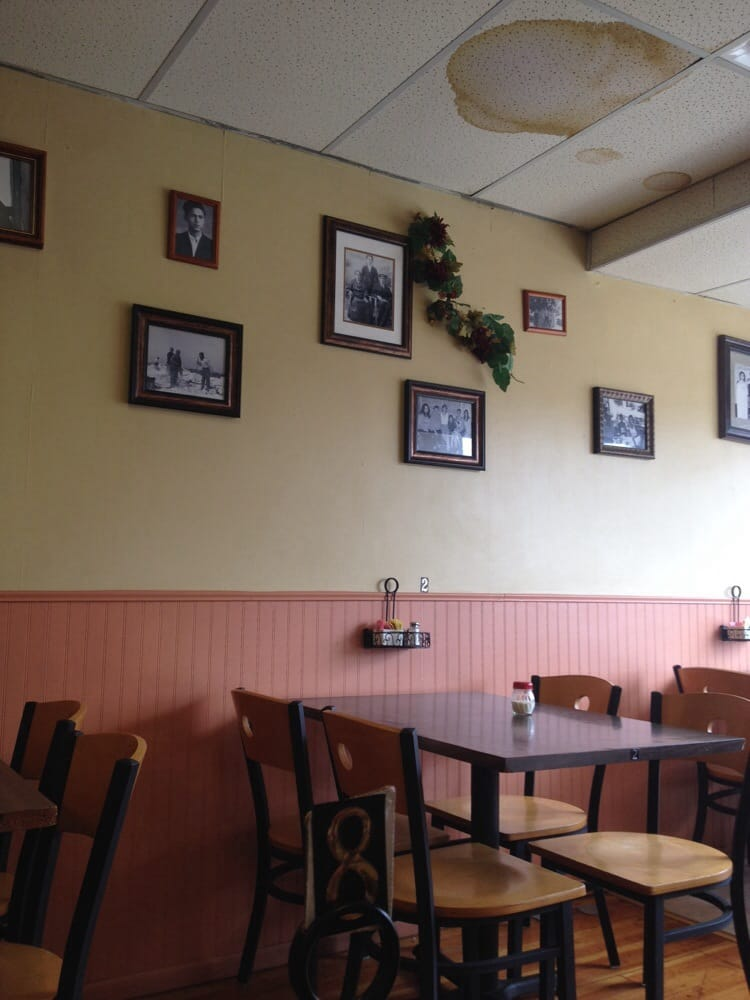 Mama Antonia Trattoria Pizzeria: 114 W Main St, Salem, IL
