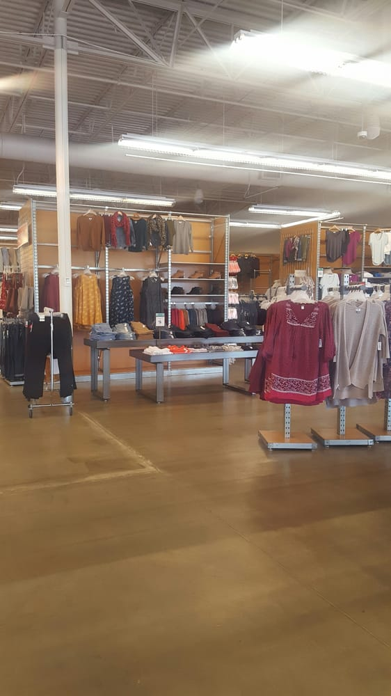 Old Navy: 6025 Kruse Dr, Solon, OH