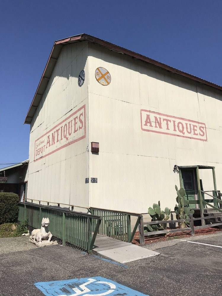 Los Alamos Depot Mall Antiques: 515 Bell, Los Alamos, CA