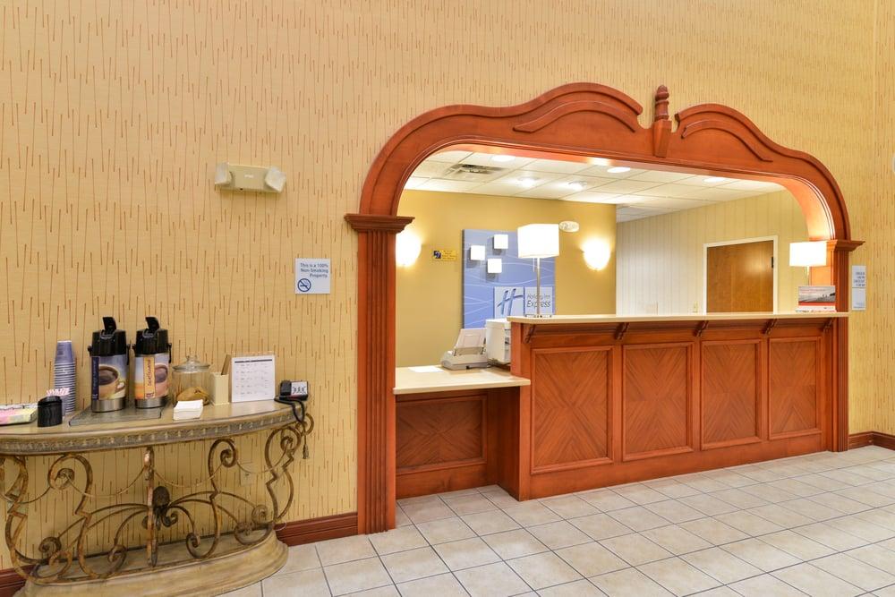 Holiday Inn Express Campbellsville: 102 Plantation Dr, Campbellsville, KY