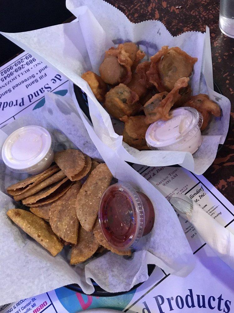 Lefty's Diner: 6937 Main St, Caseville, MI
