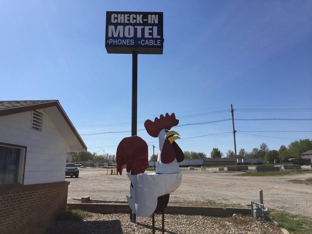Check-In Motel: 2824 N Old Hwy 73, Falls City, NE