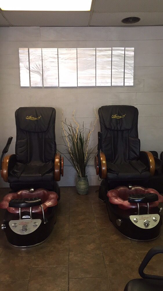 Essential Kneads Day Spa: 607 Locust St, Chillicothe, MO