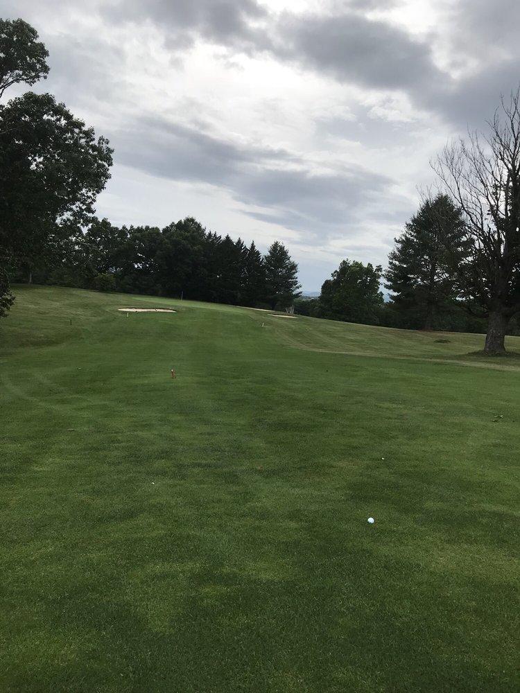 Thorn Spring Golf Course and Event Center: 4360 Country Club Dr, Pulaski, VA