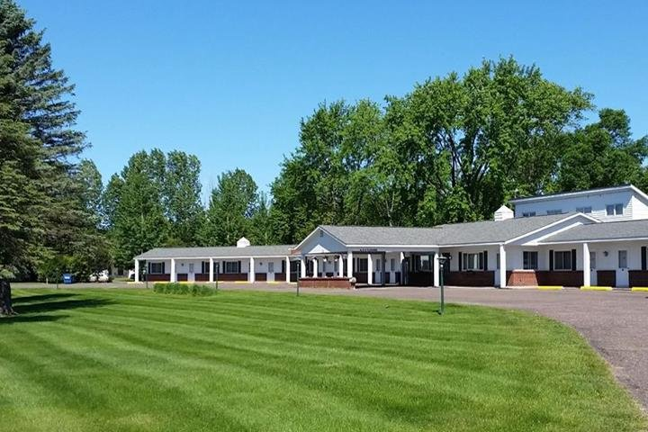 Stop On Inn Motel & Campground: 1521 E Division St, Barron, WI