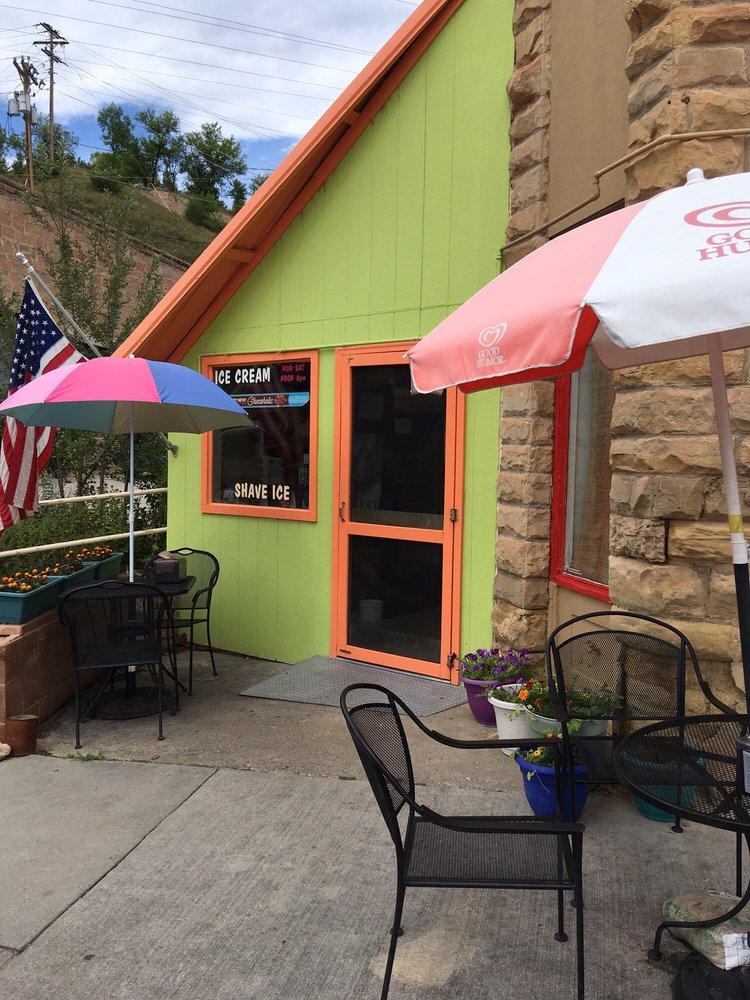 Gus' Best Ice Cream: 345 N River St, Hot Springs, SD