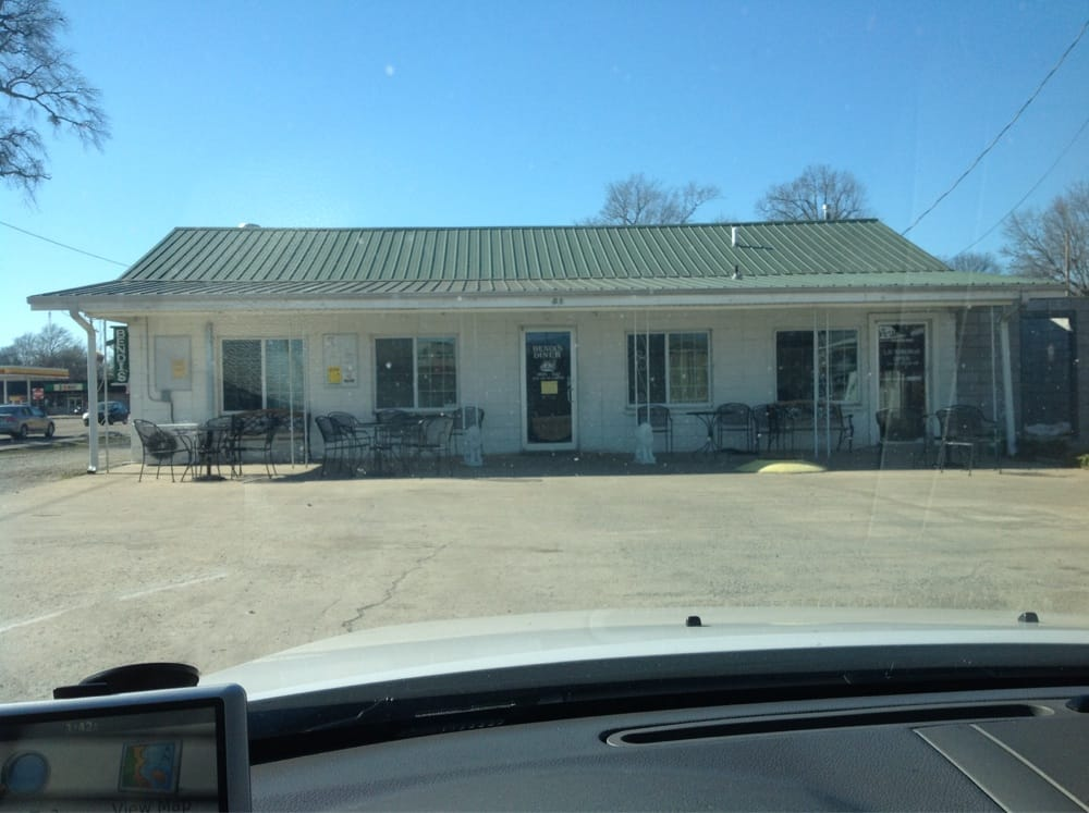 Bendi's Diner: 101 N 6th St, Clarendon, AR