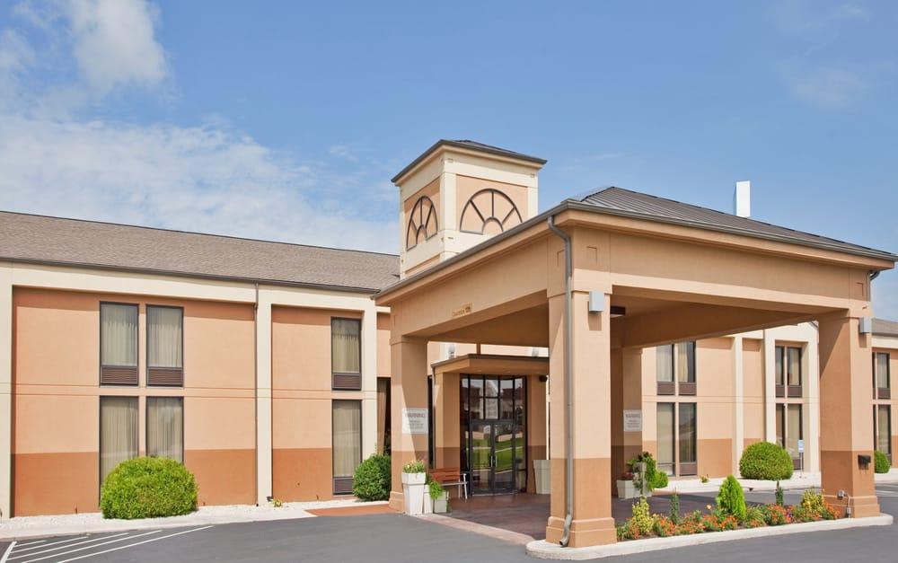 Holiday Inn Express Marshfield: 1301 Banning St., Marshfield, MO