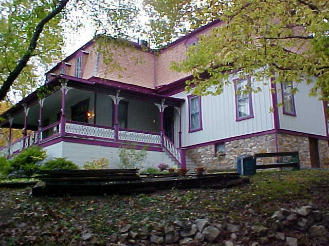 Manor Bed & Breakfast Inn: 234 Fairfax St, Berkeley Springs, WV