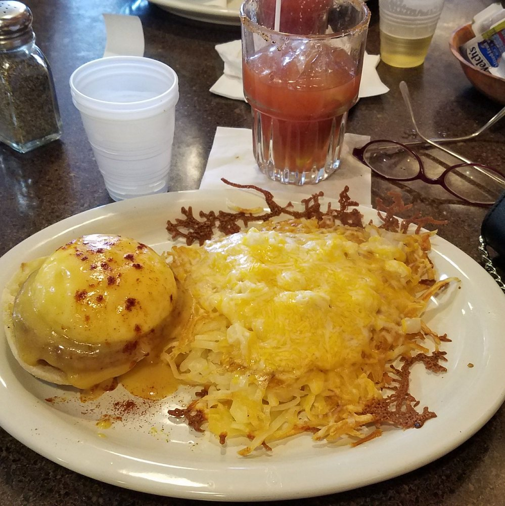 The Hutt Bar & Grill: 250 S Hwy 71, Arnolds Park, IA