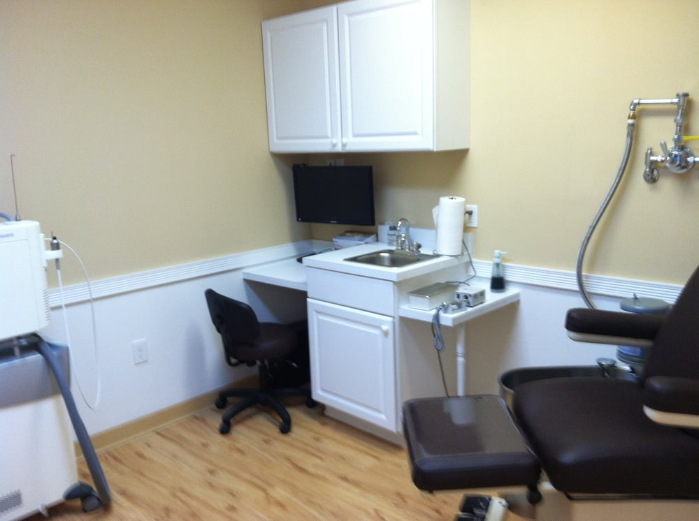 Plaza Podiatry-Dr. Wendy Baraban & Dr. Maryann D'Amara: 325 Middle Country Rd, Selden, NY