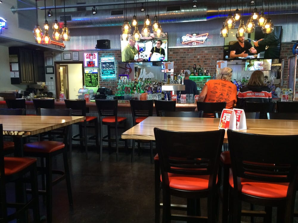 Mick's Bar: 101 S East St, Annawan, IL