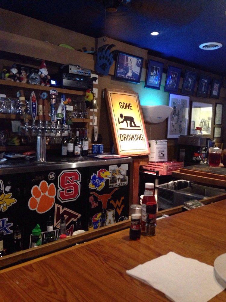 Maxie's Grill & Tap Room: 35 Mcintrye Rd, Pinehurst, NC
