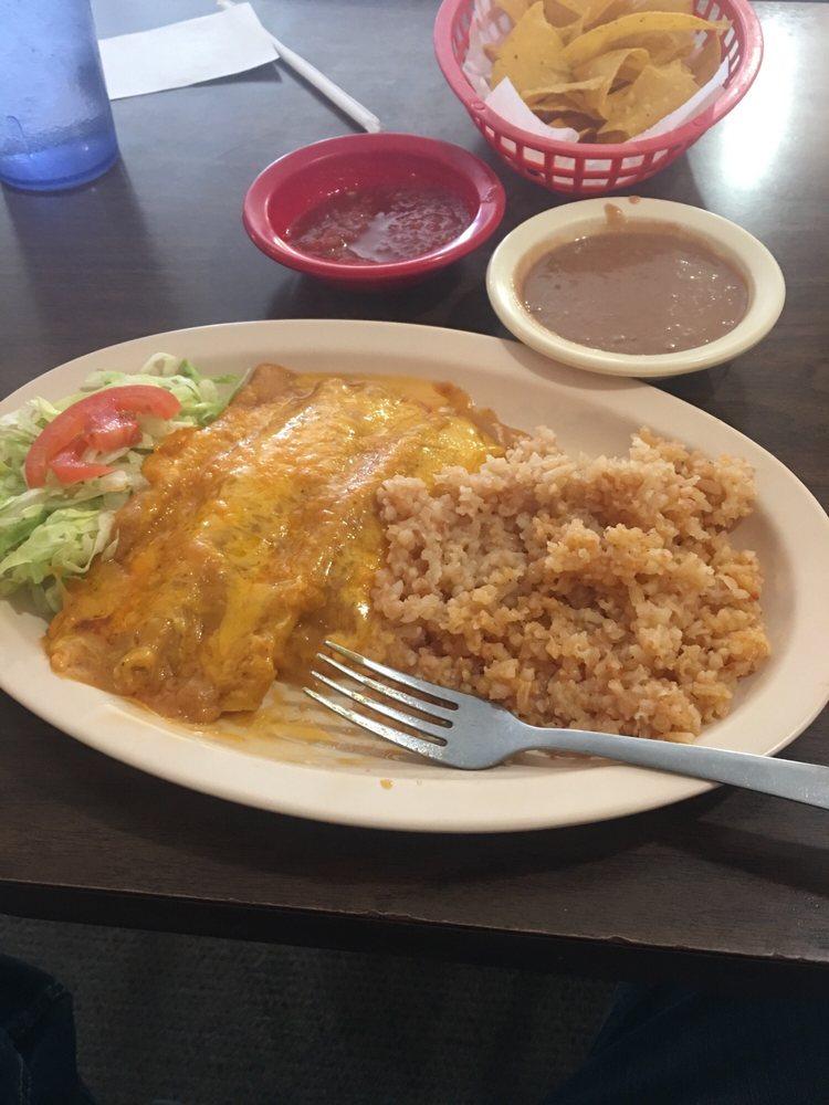 El Ranchito Cafe: 111 E Oklahoma Ave, Ulysses, KS