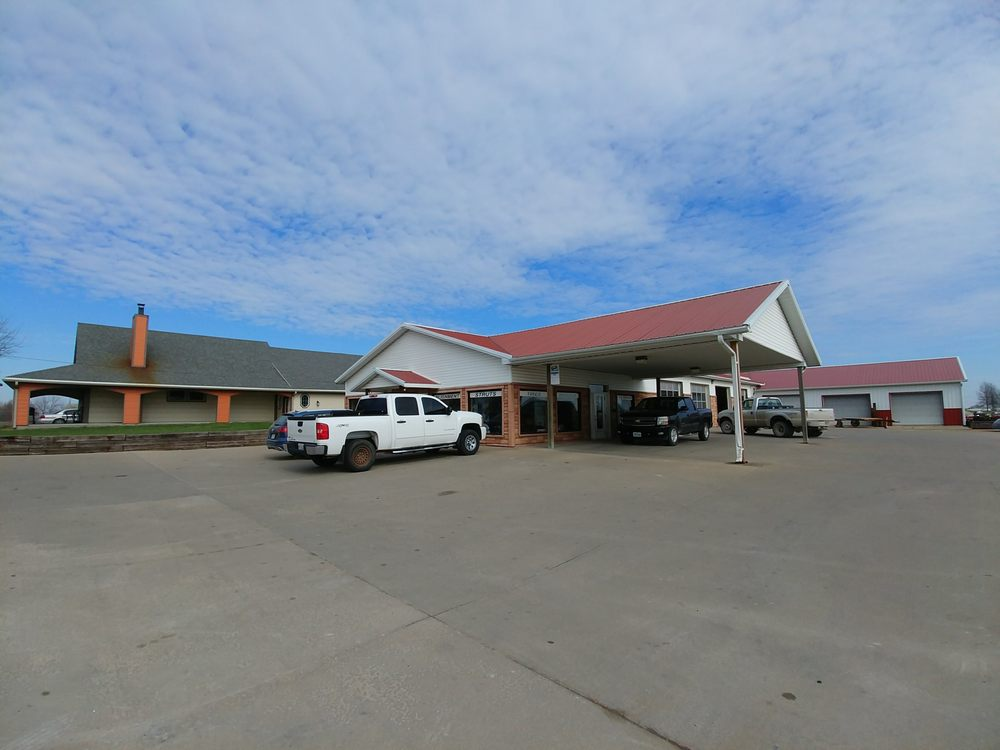 Twin Creeks Tire Company: 305 Little Brick St, Cameron, MO
