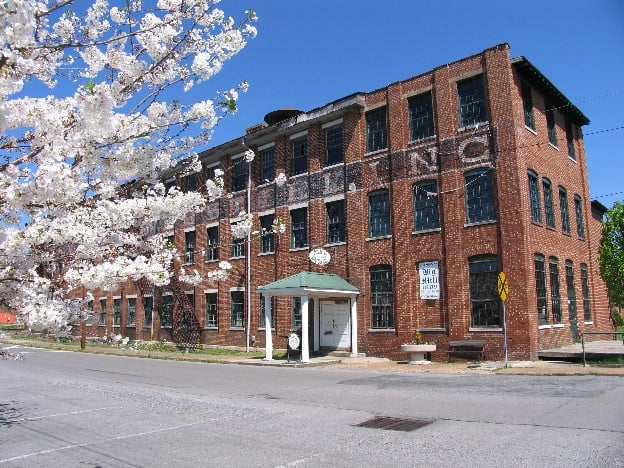 Big Mill Co Artisans & Antiques: 151 8th St NE, Fort Payne, AL
