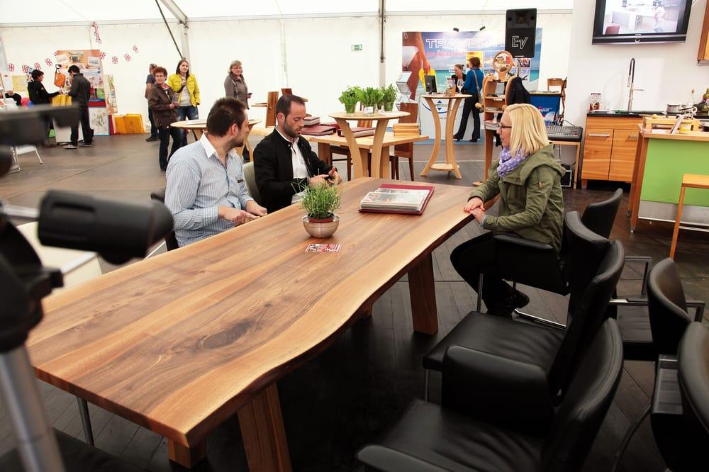 Die Möbelmacher nussbaumtisch mit baumkante yelp