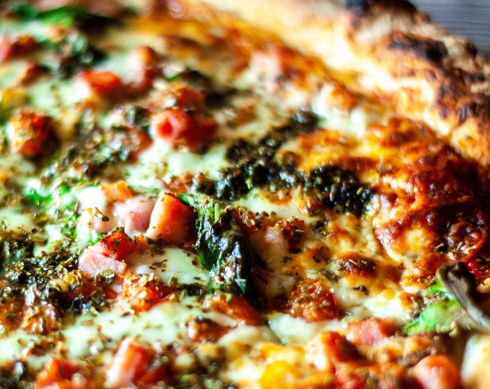 Donnies Homespun Pizza: 126 S Oakland Ave, Decatur, IL