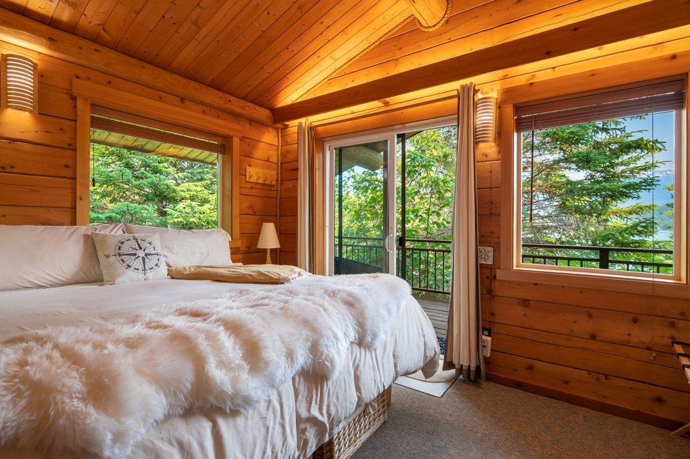 Stillpoint Lodge: 46877 Stillpoint Trl, Halibut Cove, AK