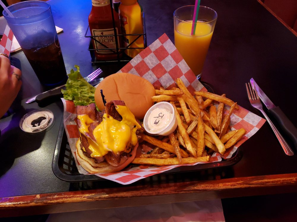 Rendezvous Casino and Burger Grill: 2300 King Ave W, Billings, MT