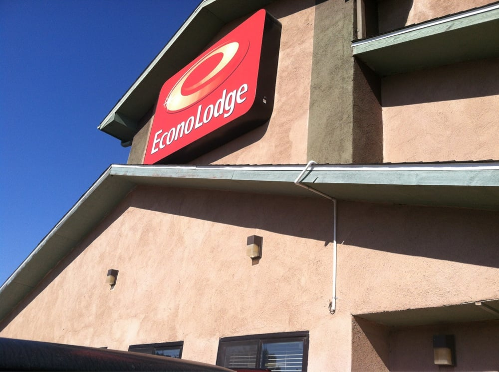 Econolodge: 1900-1998 S Minnesota St, New Ulm, MN