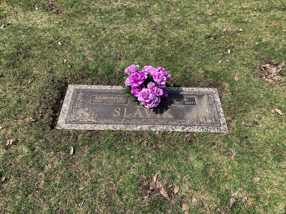 Floral Gardens Cemetery: 2215 Cass Avenue Rd, Bay City, MI