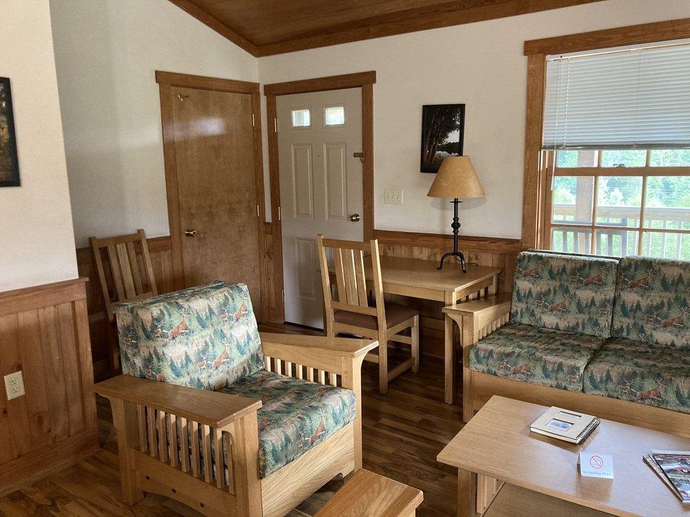 James River State Park: 104 Green Hill Dr, Gladstone, VA