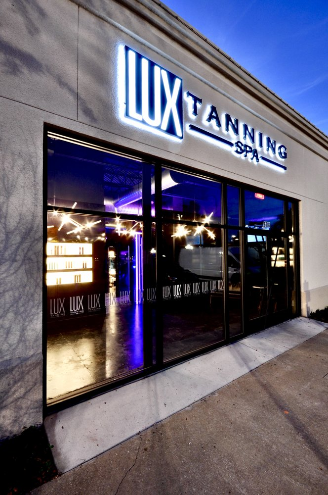 LUX Tanning Spa: 5100 Belt Line Rd, Addison, TX
