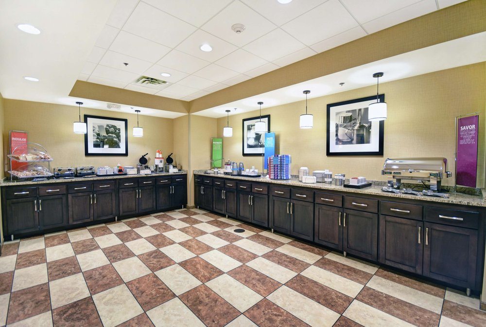 Hampton Inn & Suites Milwaukee/Franklin: 6901 S 76th St, Franklin, WI
