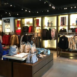 burberry store outlet wrzf  Photo de Burberry Factory Outlet