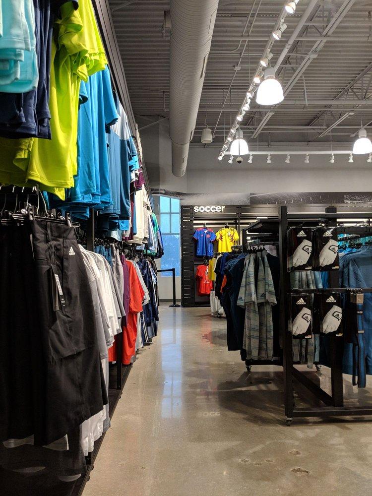 Adidas Retail Outlet: 241 Fort Evans Rd NE, Leesburg, VA