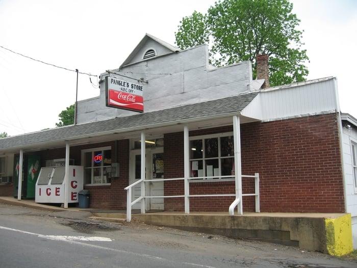Pangle's Store: 24075 Gum Spring Rd, Arcola, VA