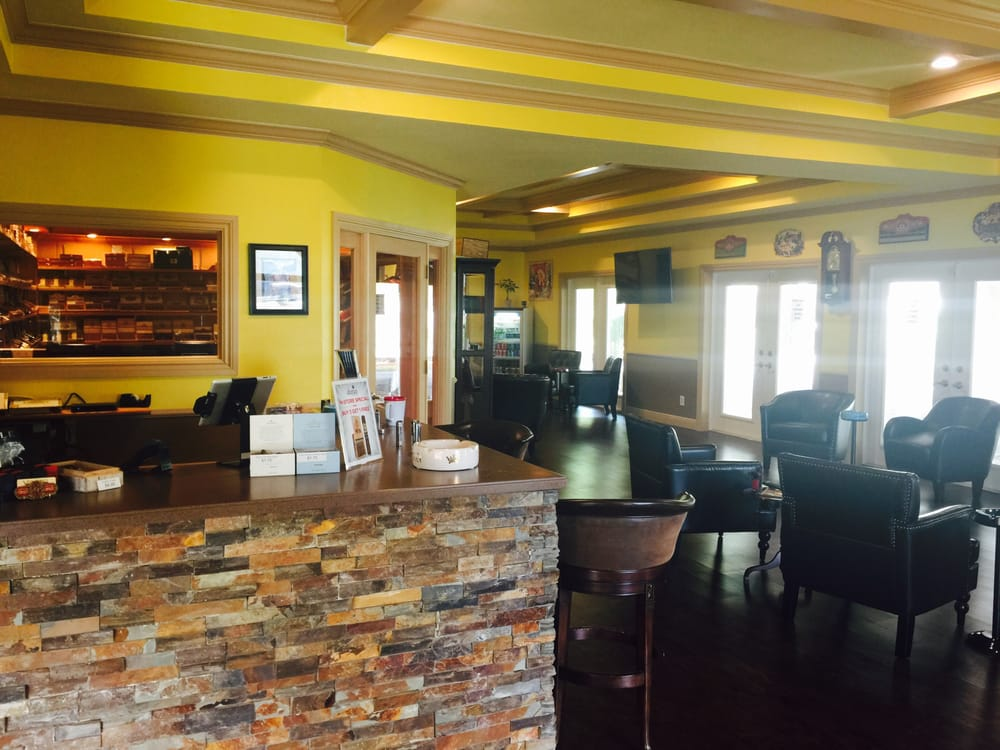 Vintino Premium Cigars & Smoking Lounge: 4424 Tamiami Trl E, Naples, FL