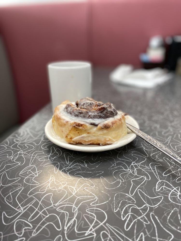 Otto's Cafe: 711 N Broadway St, Pittsburg, KS