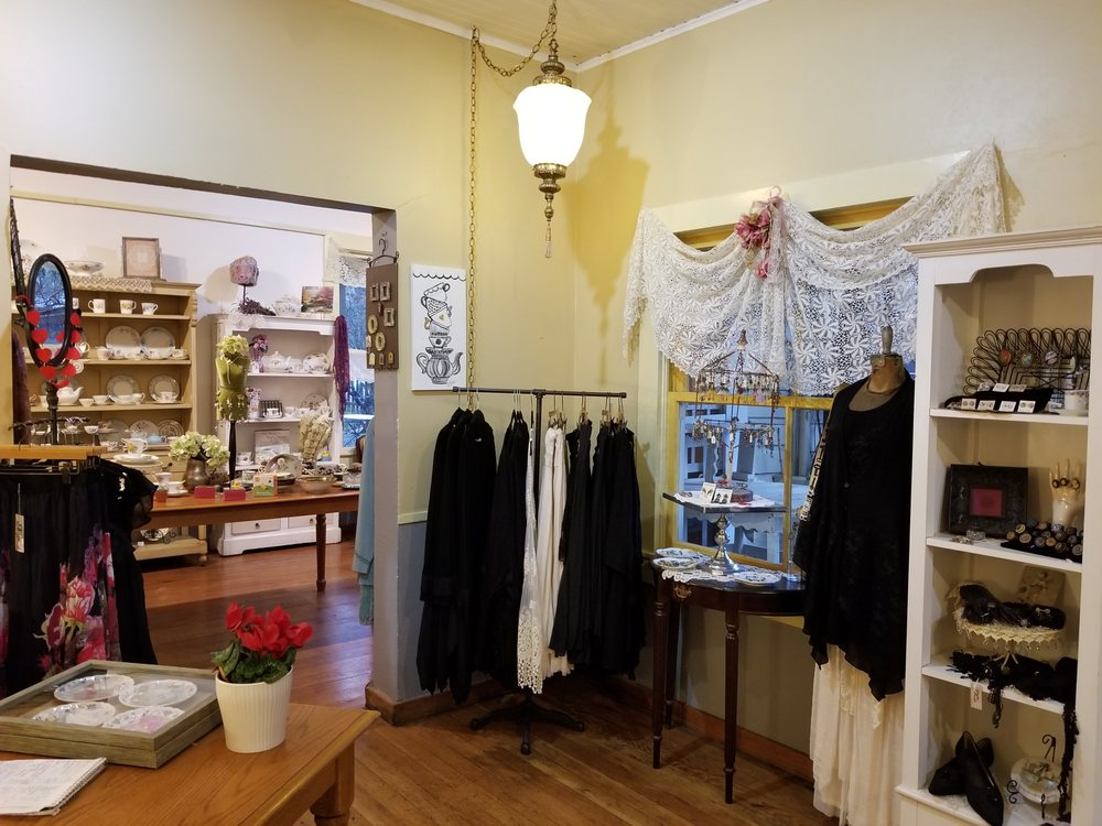 Columbia Kate's Boutique: 11256 State St, Columbia, CA
