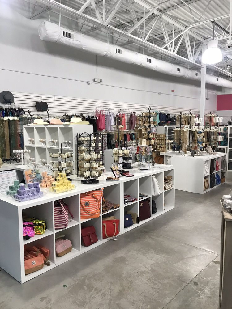 Ten Dollar Boutique: 3887 Promenade Pkwy, D'Iberville, MS