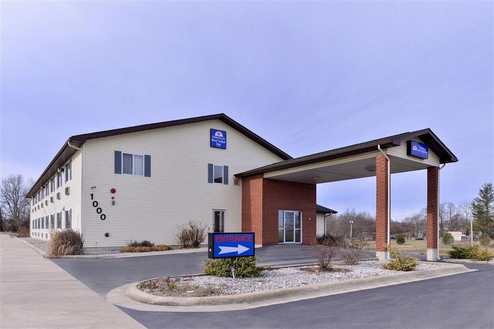 Americas Best Value Inn Seymour: 1000 E Clinton Rd, Seymour, MO