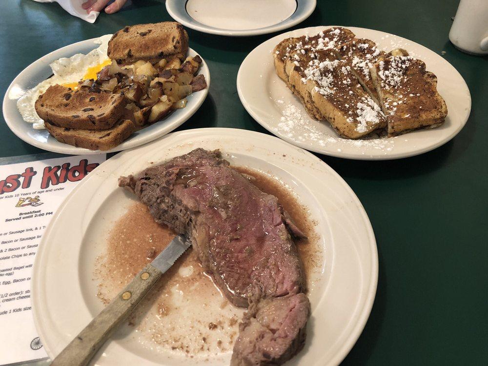 Danny's Depot Diner: 10 Putnam Rd, Central Village, CT