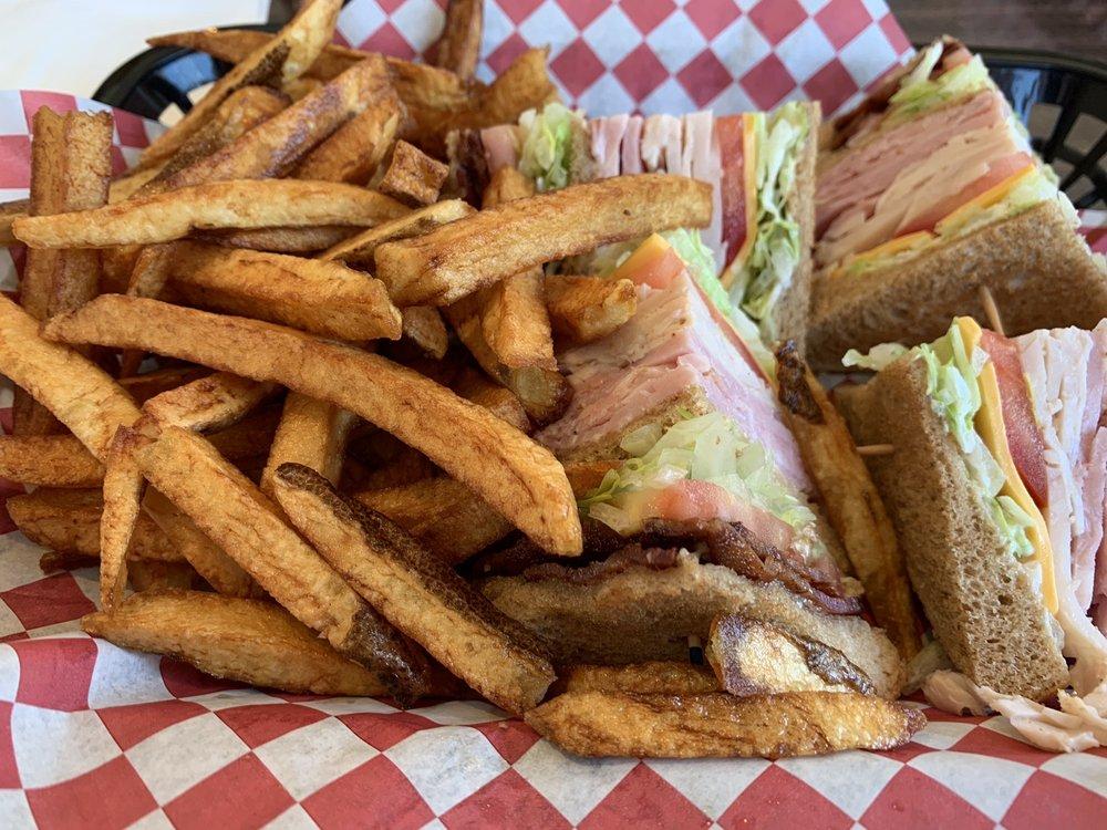 Little Gallea Restaurant: 345 W 3rd Ave, Kettle Falls, WA