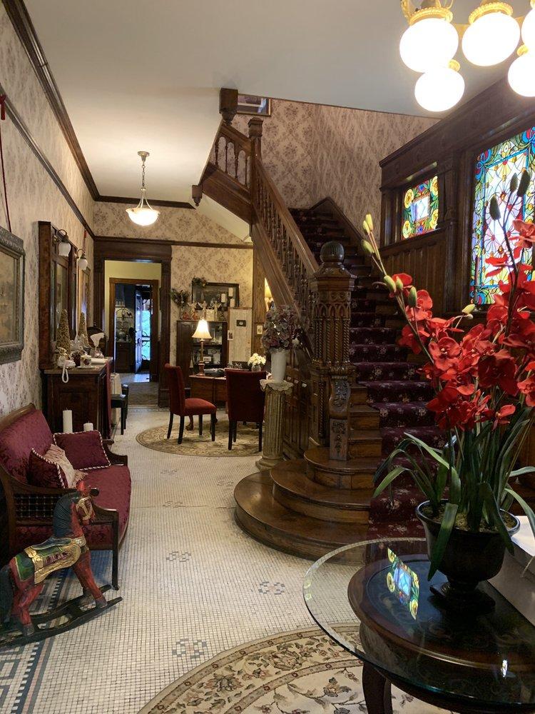 1888 Historic Rocking Horse Manor B & B