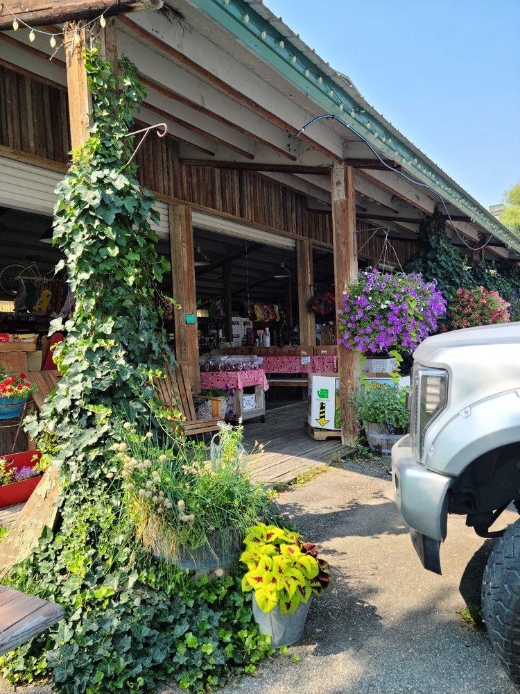 Sunshine Farm Market: 179 Hwy 97A, Chelan, WA