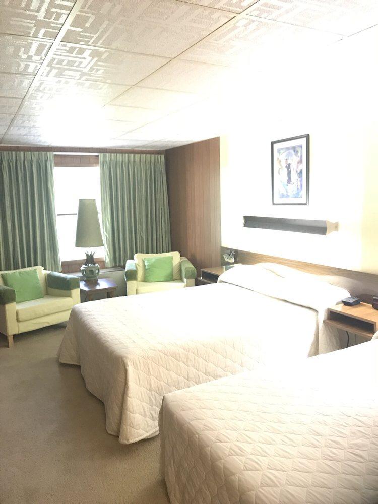 Koolwink Motel: RR 50, Romney, WV