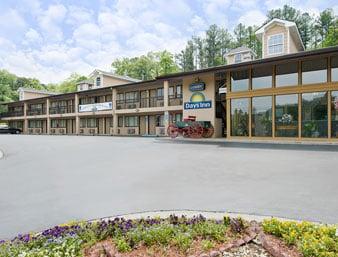 Days Inn by Wyndham Cartersville: 5618 Highway 20 Southeast, Cartersville, GA