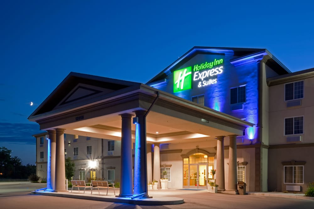 Holiday Inn Express & Suites Eau Claire North: 12858 26th Ave, Chippewa Falls, WI