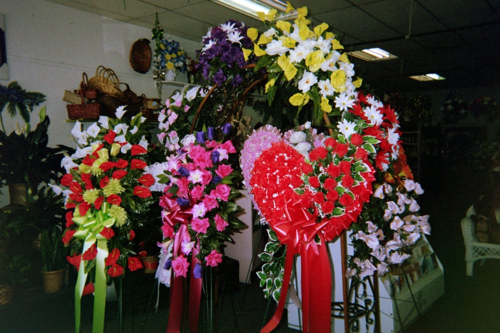 Yanna's Flowers & Gifts: 407 Washington St, Marion, AL