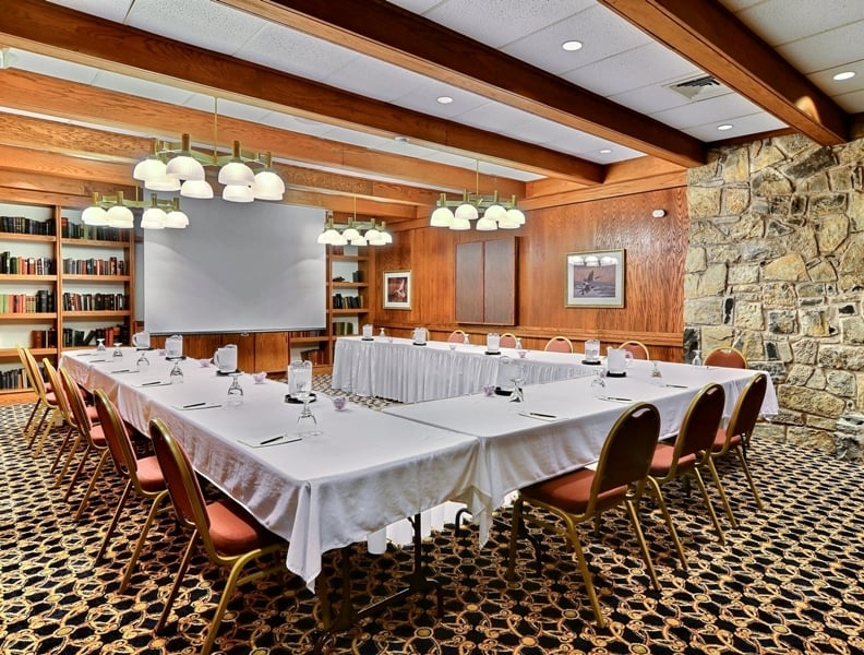 Lepapillon At Toftrees Resort & Conference Center: 1 Country Club Ln, State College, PA