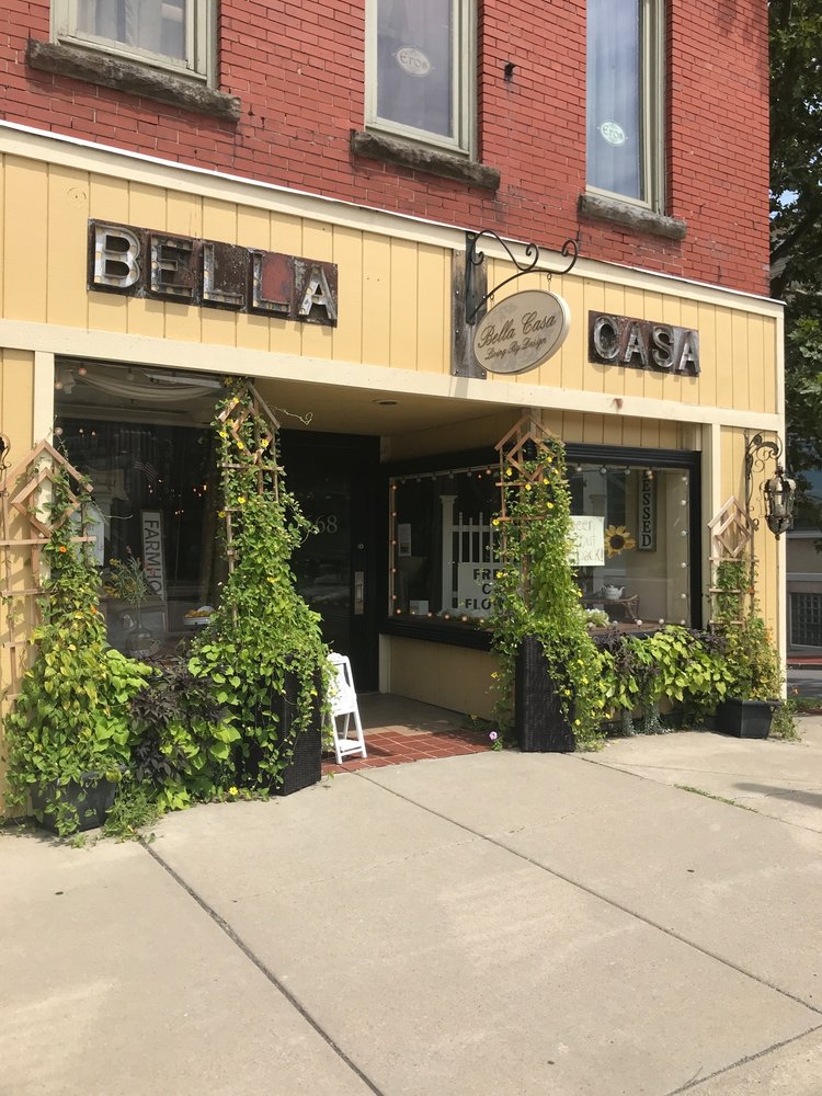 Bella Casa: 670 Main S, East Aurora, NY