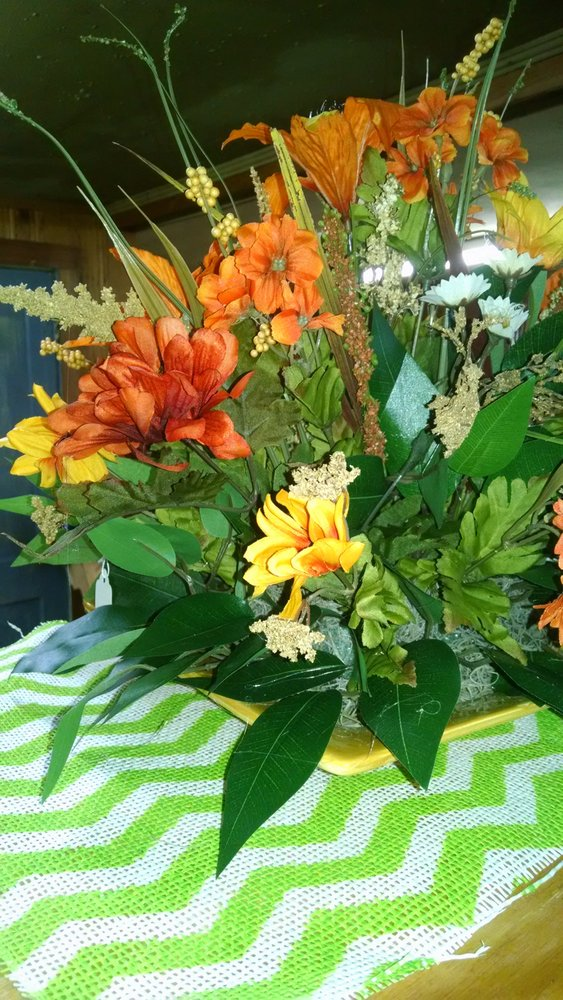 The Bouquet: 29639 Broad St, Bruceton, TN