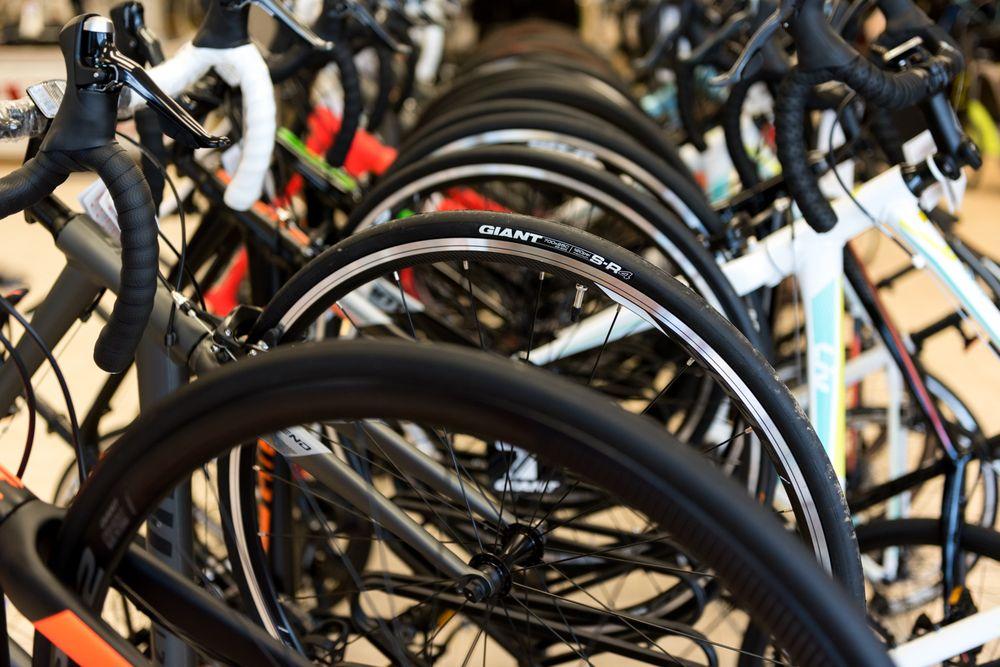Riverside Bicycle Shop: 101 N Riverside Dr, Clarksville, TN