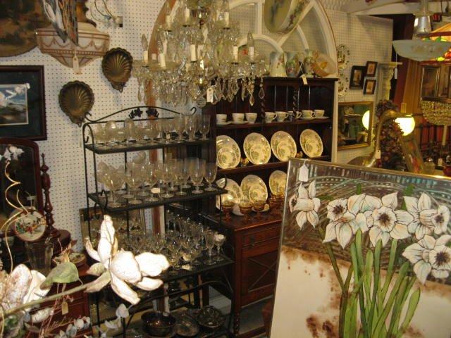 Wagon Wheel Antique Mall: 7150 State Hwy 31 E, Murchison, TX